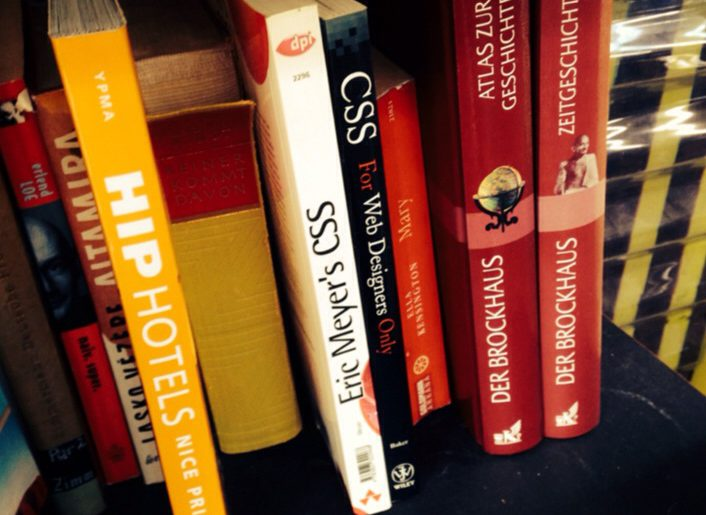 CSS Bücher im Regal